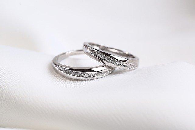 ロジウムコーティングされた結婚指輪