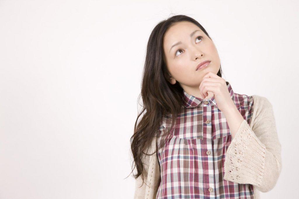 悩む女性|歯列矯正|矯正中のトラブル相談_葛西モア