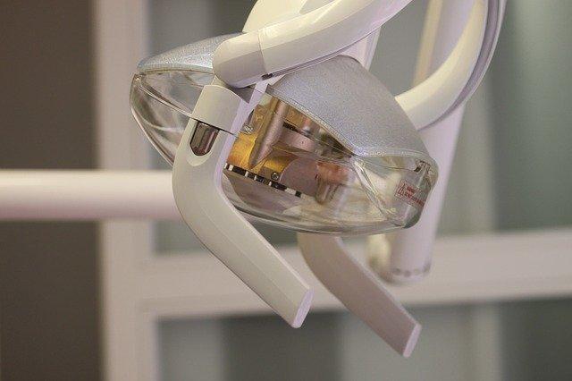 矯正歯科で使用するs照明