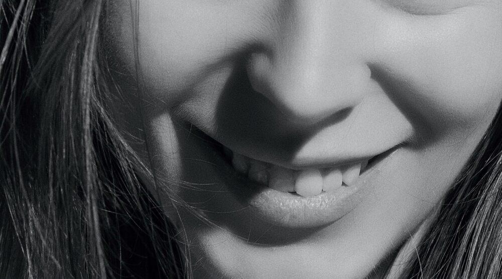 ドクターに聞く歯列矯正|歯列矯正で鼻の下「人中」は伸びる?縮む?