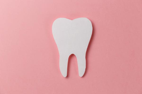 前歯が大きいのは歯列矯正で治せる?治療方法と費用について